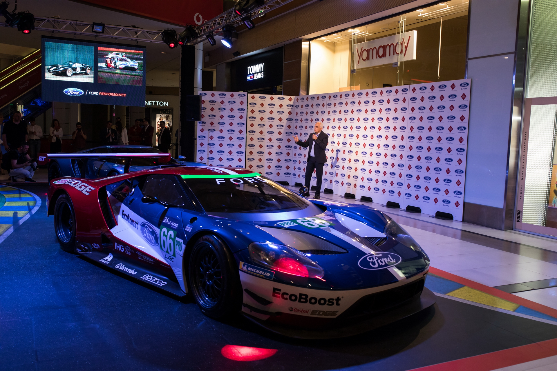 Ford_GT_at_The_Mall_0035