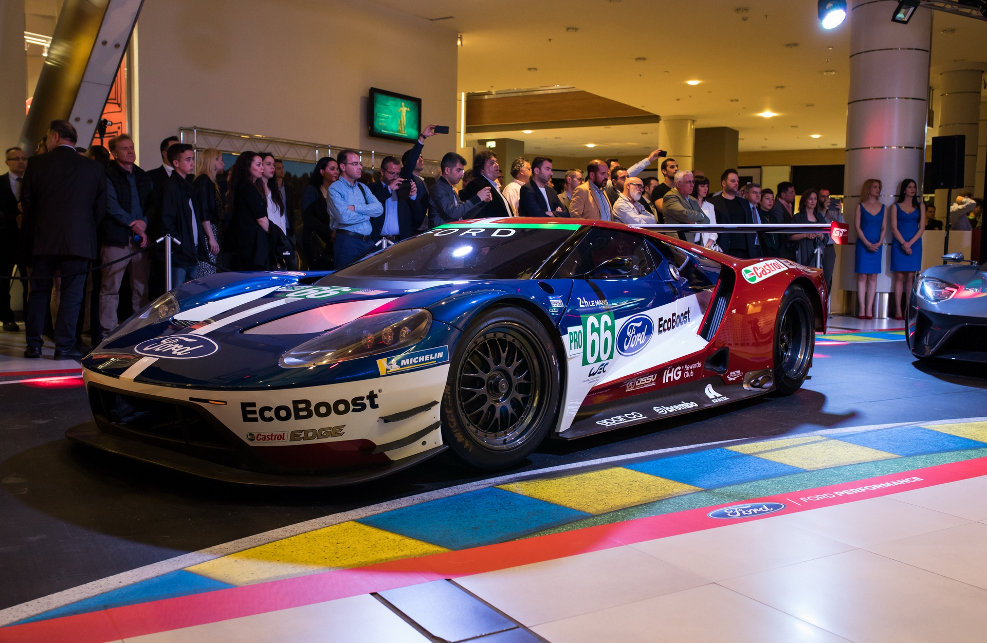 Ford_GT_at_The_Mall_0037