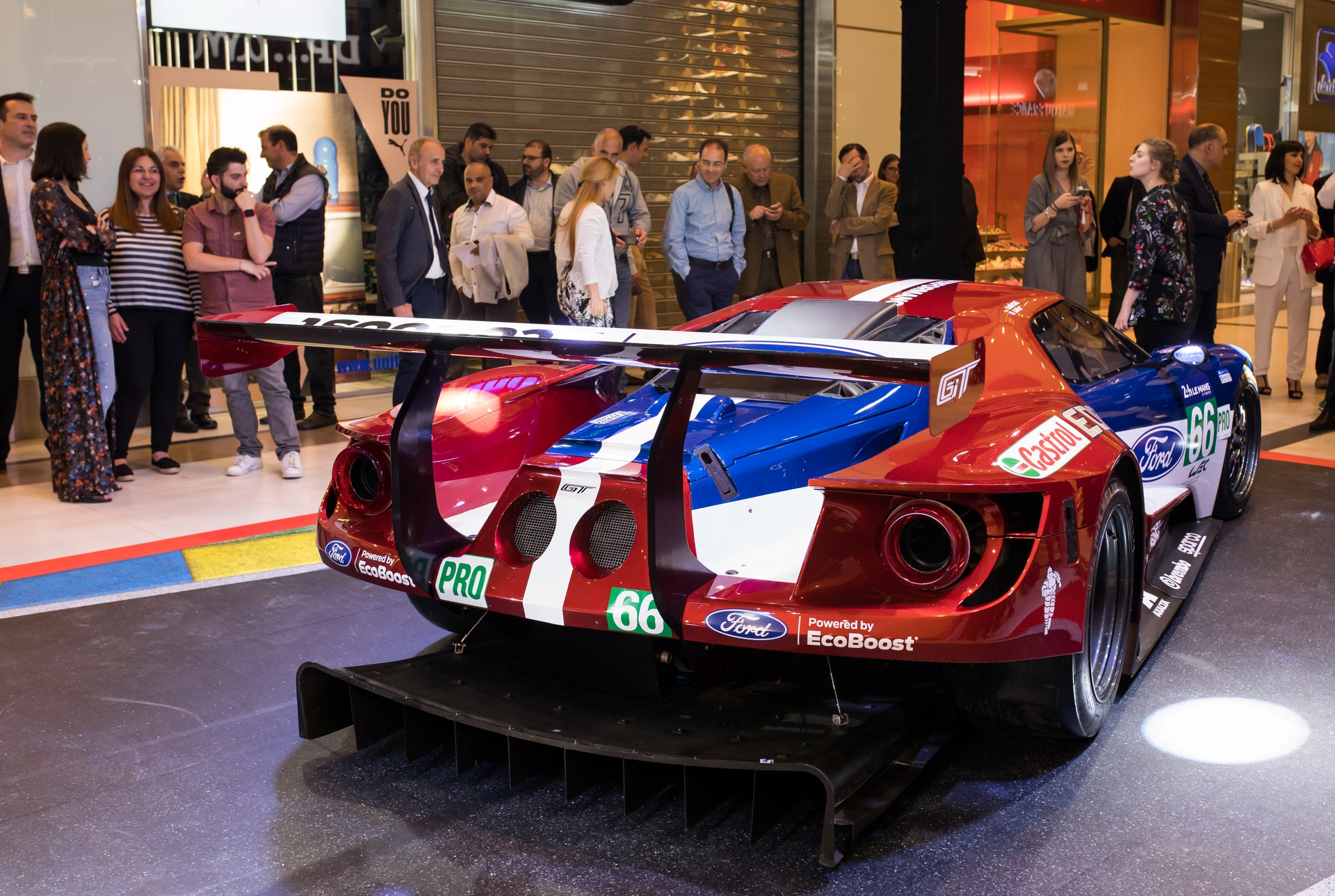 Ford_GT_at_The_Mall_0039