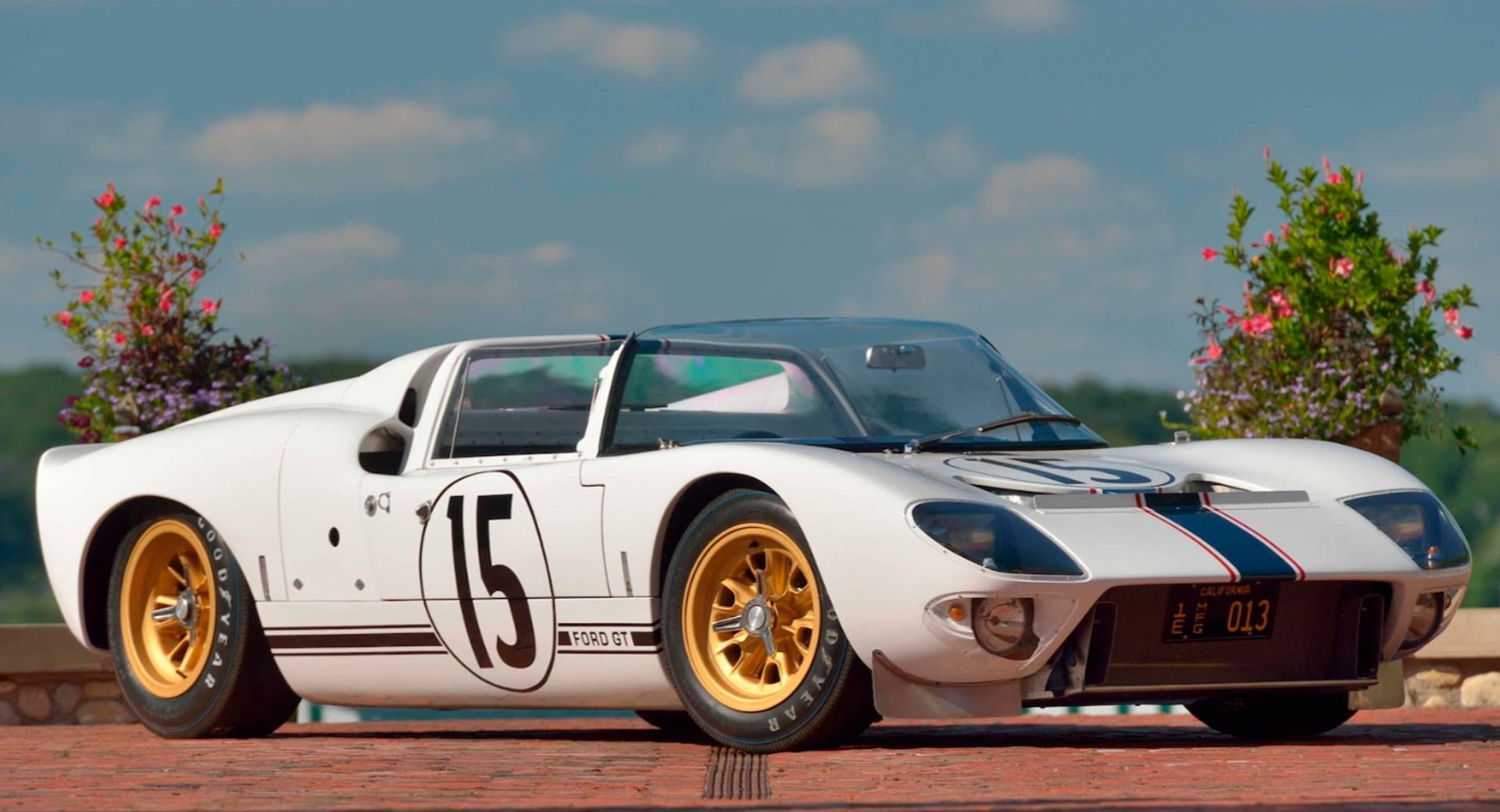 Ford GT Roadster Prototype 1965 in auction (1)
