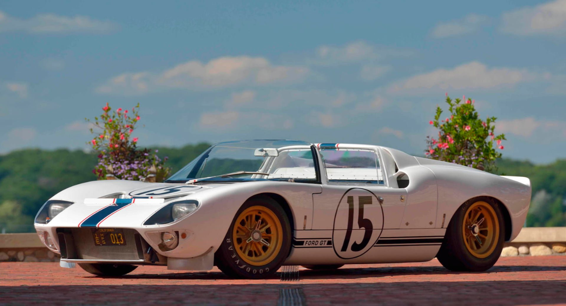 Ford GT Roadster Prototype 1965 in auction (2)