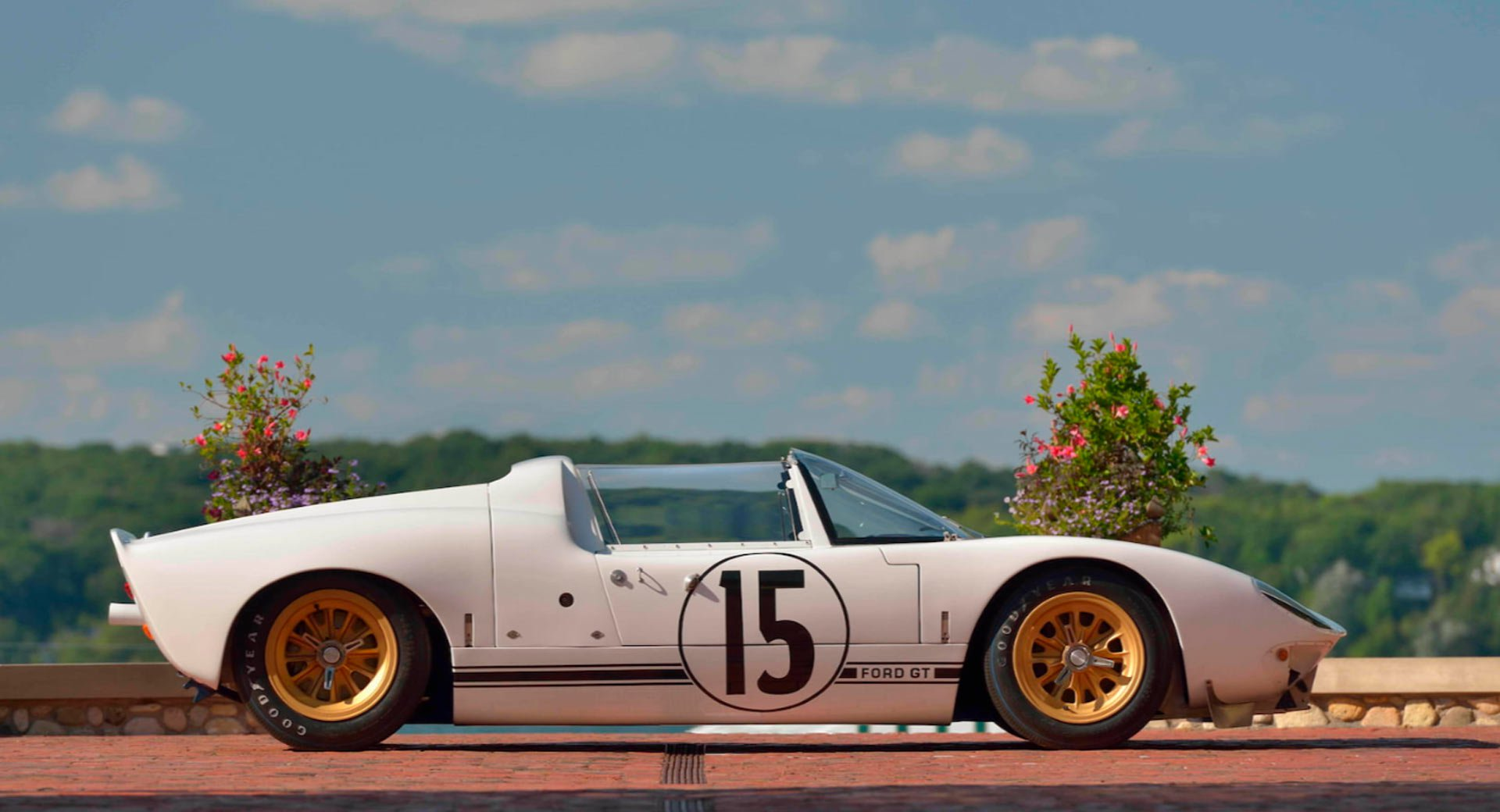 Ford GT Roadster Prototype 1965 in auction (3)