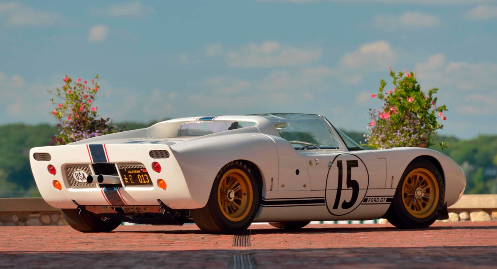 Ford GT Roadster Prototype 1965 in auction (4)