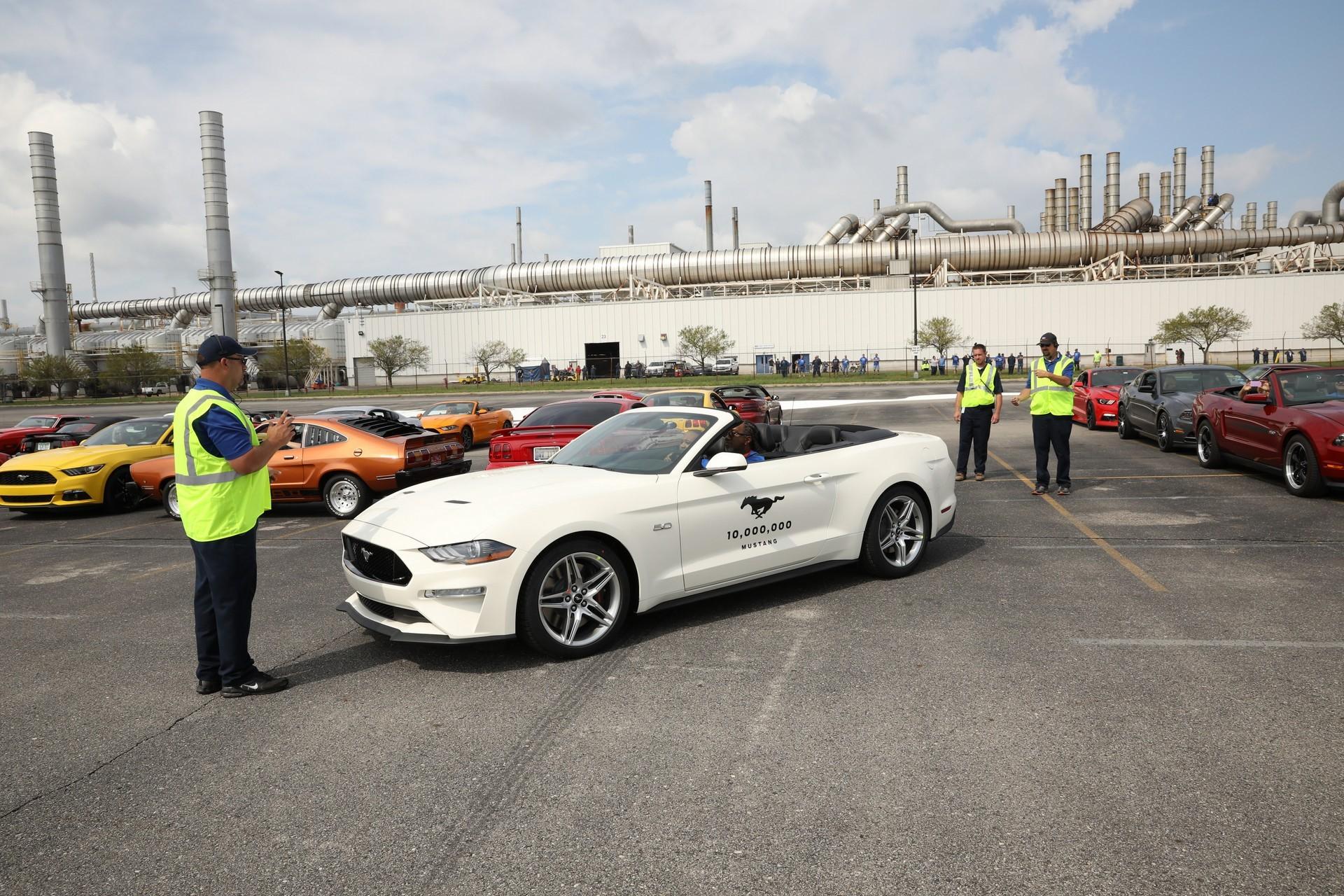 ί H Ford ύ 10 000 000 ή Mustang
