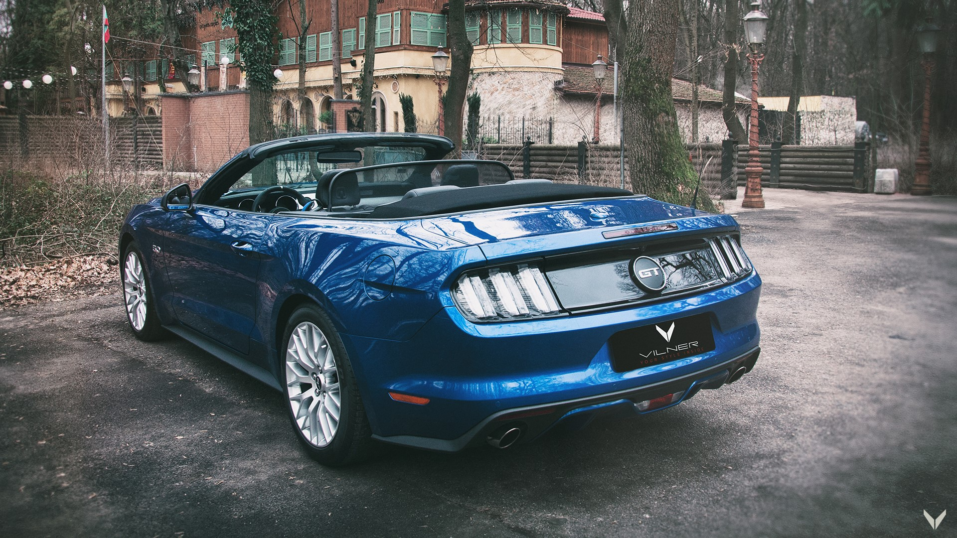 Ford_Mustang_GT_Convertible_Combo_15