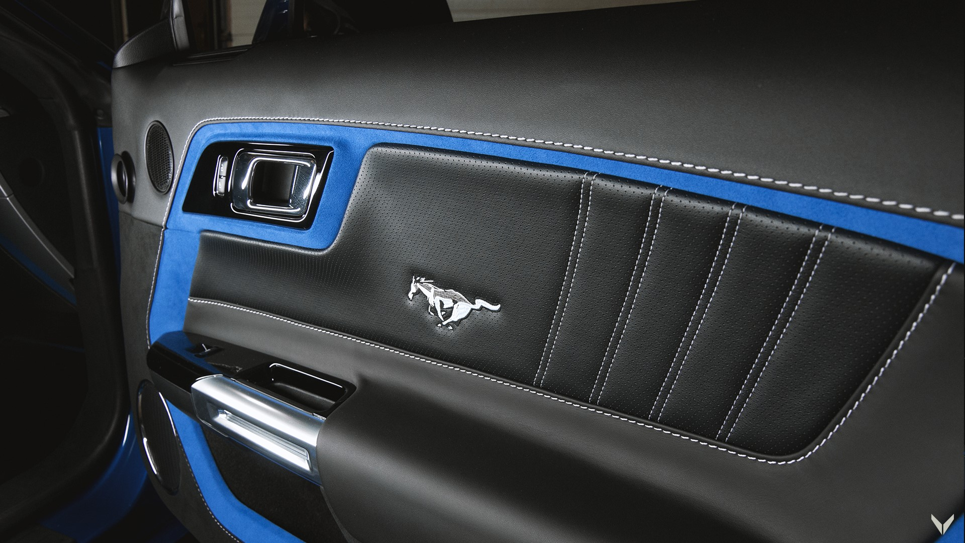 Ford_Mustang_GT_Convertible_Combo_8