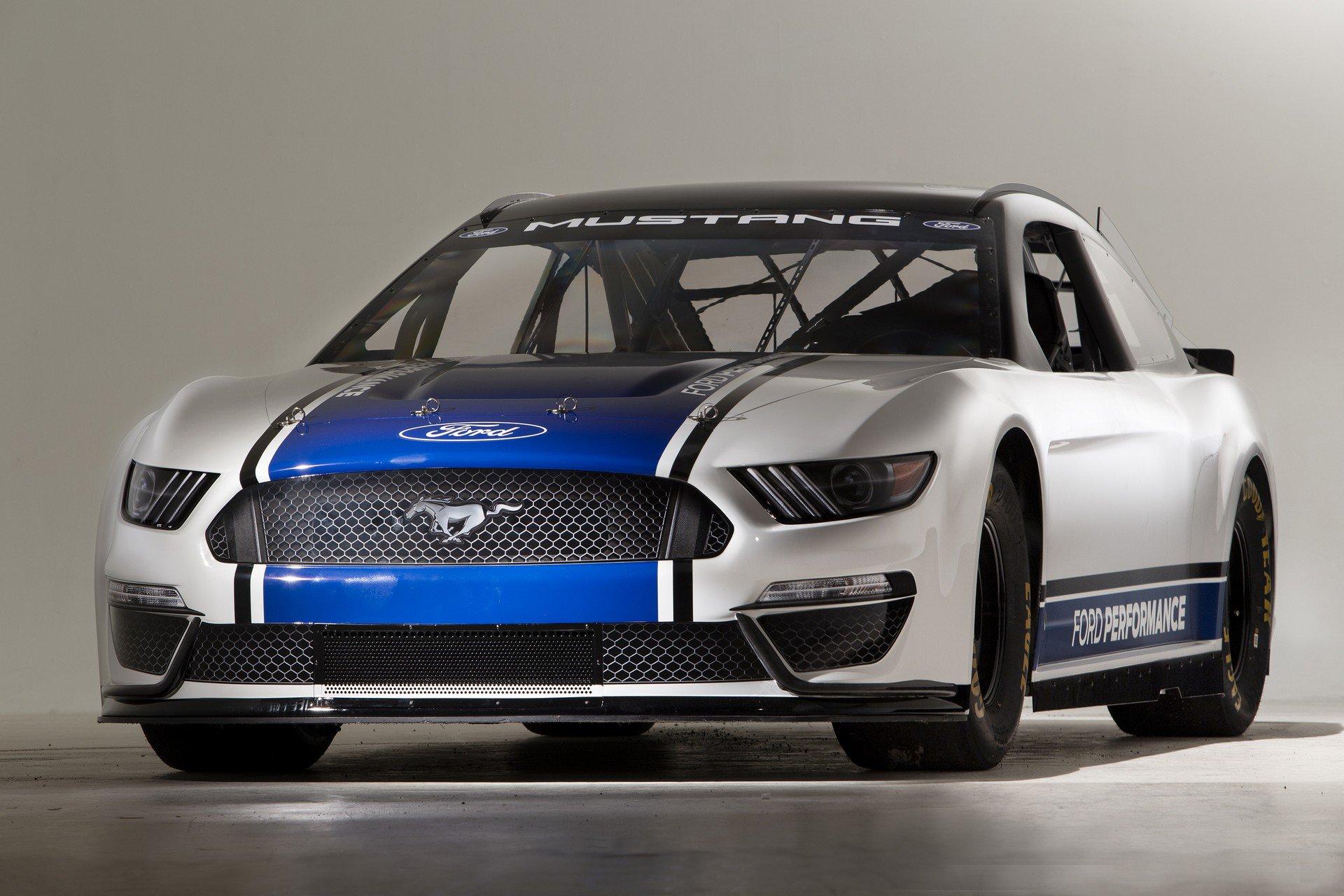 Ford Mustang Monster Energy NASCAR 2019 10