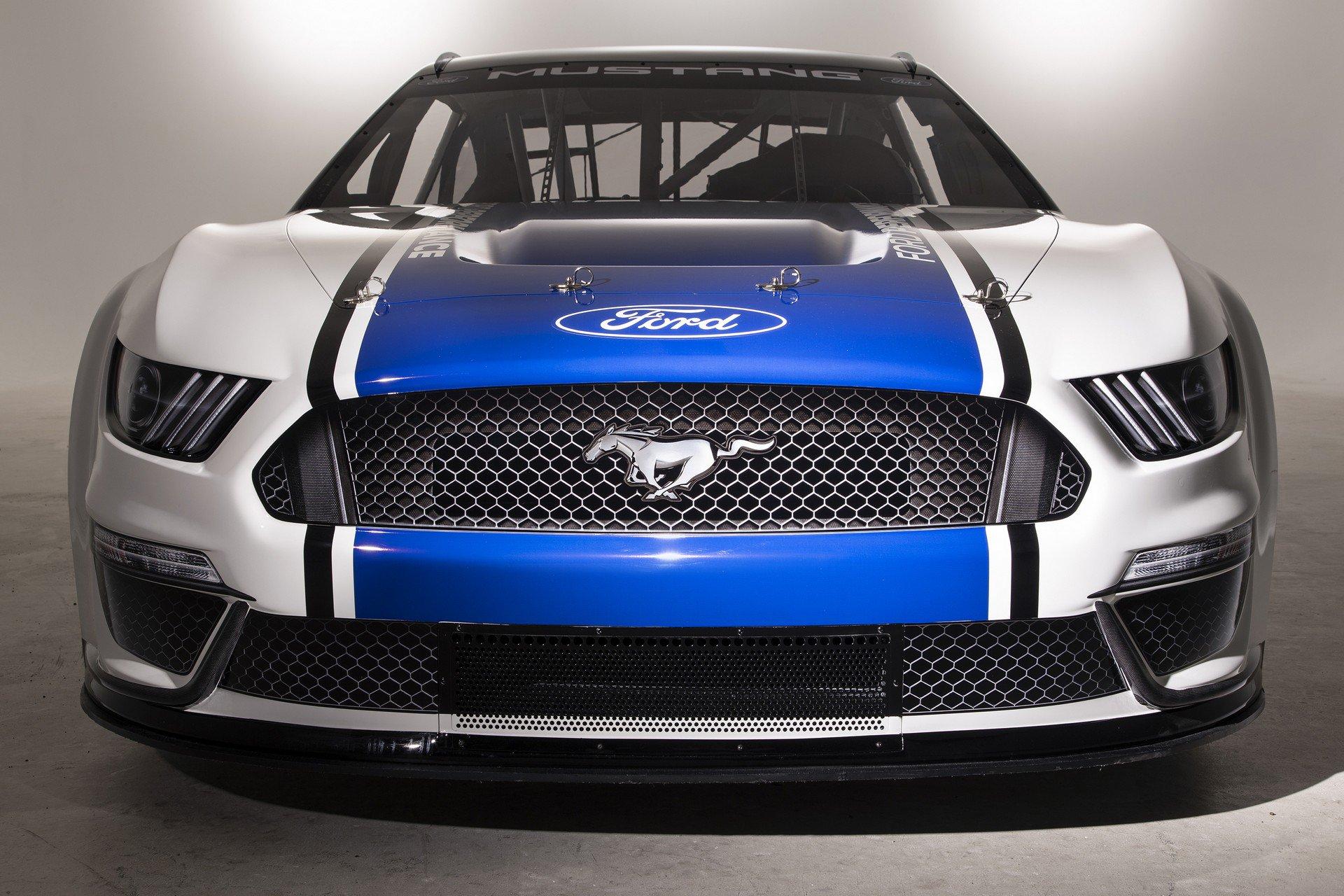 Ford Mustang Monster Energy NASCAR 2019 11