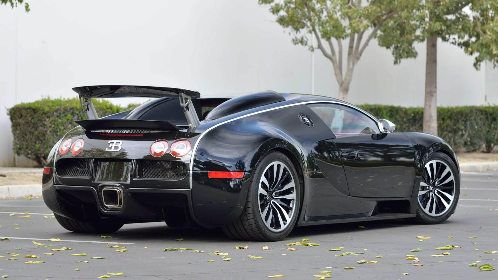 c45e04ce-bugatti-veyrons-mecum-monterey-02