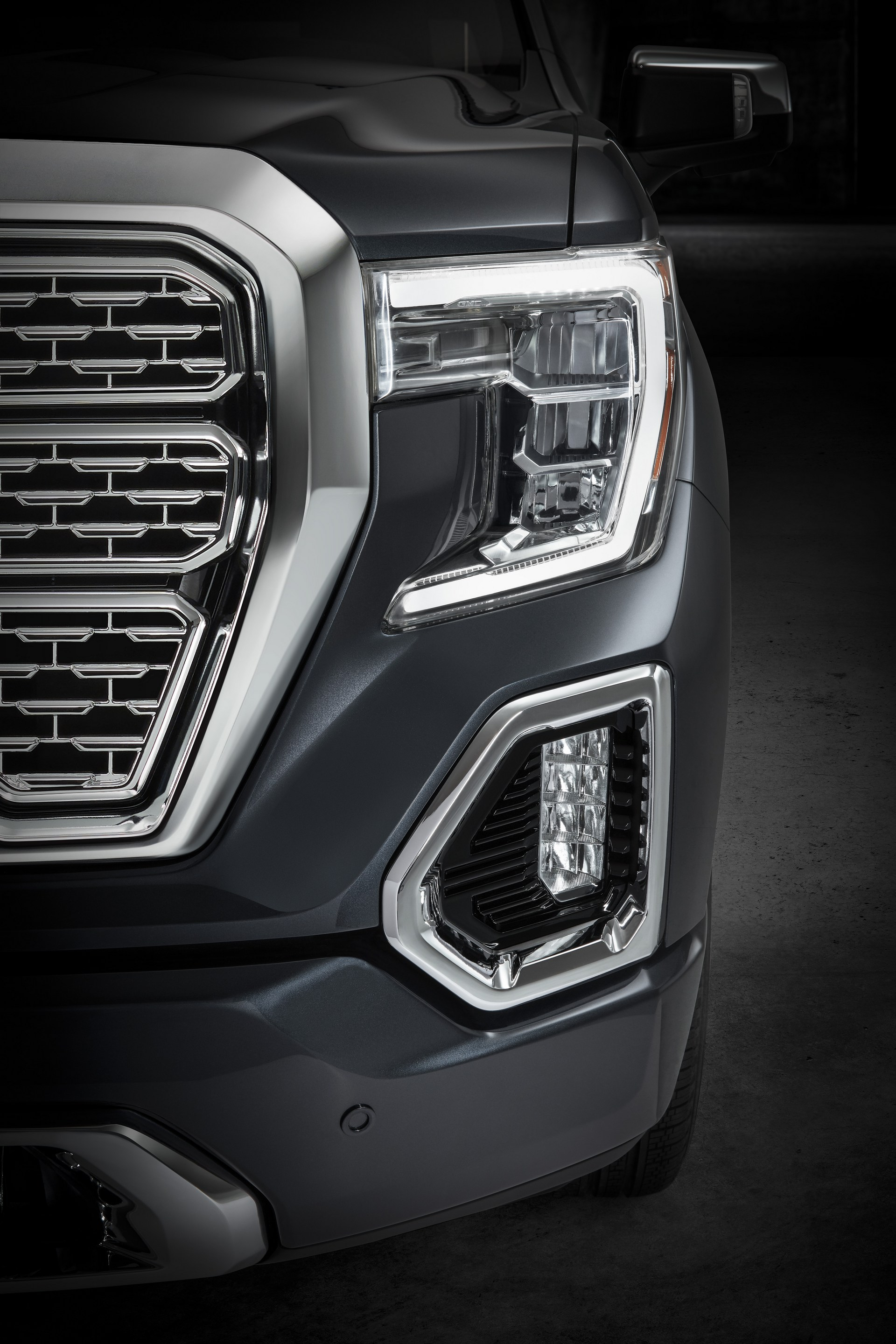 2019 GMC Sierra Denali front lighting signature