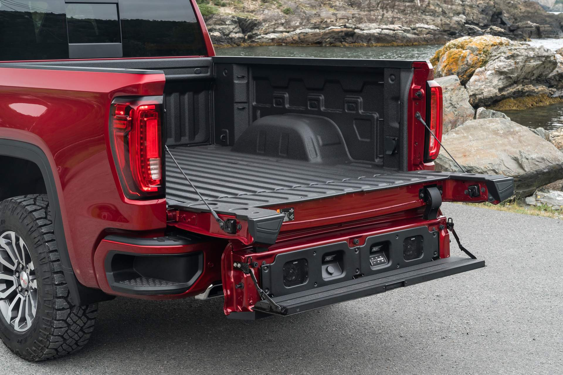 GMC Sierra AT4 Off-Road Performance Package 2019 (12)