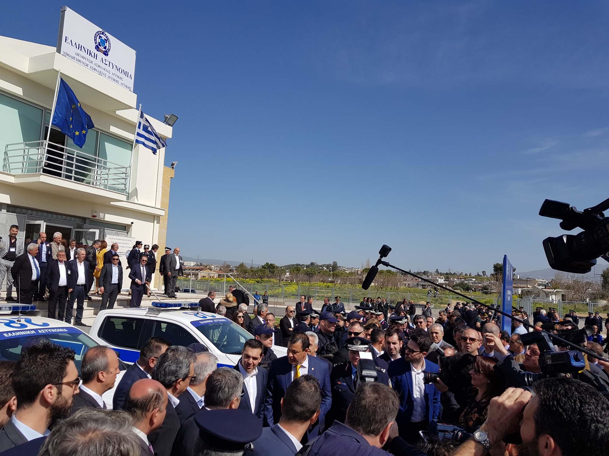 Greek_Police_Nissan_Navara_0000