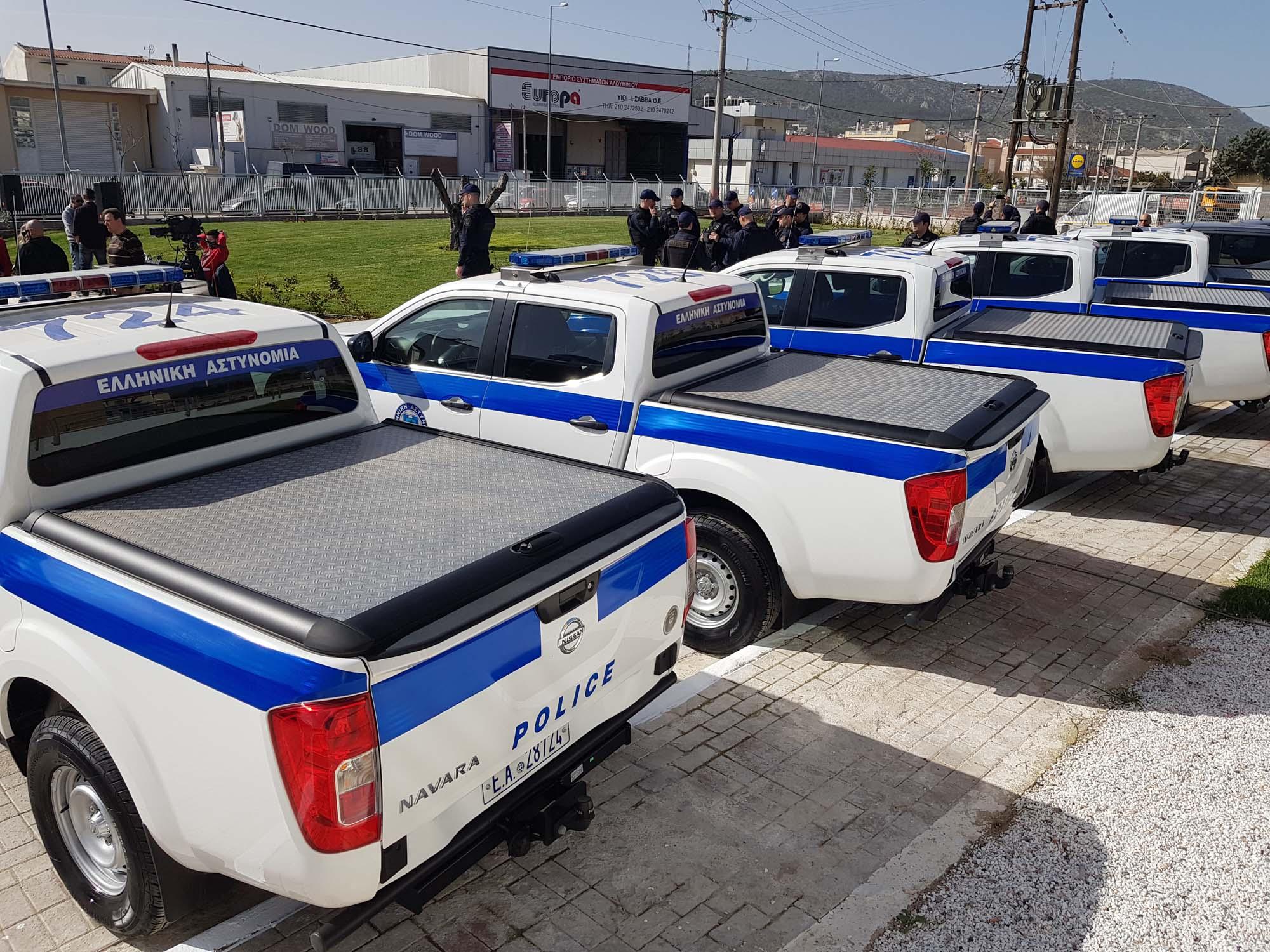 Greek_Police_Nissan_Navara_0001