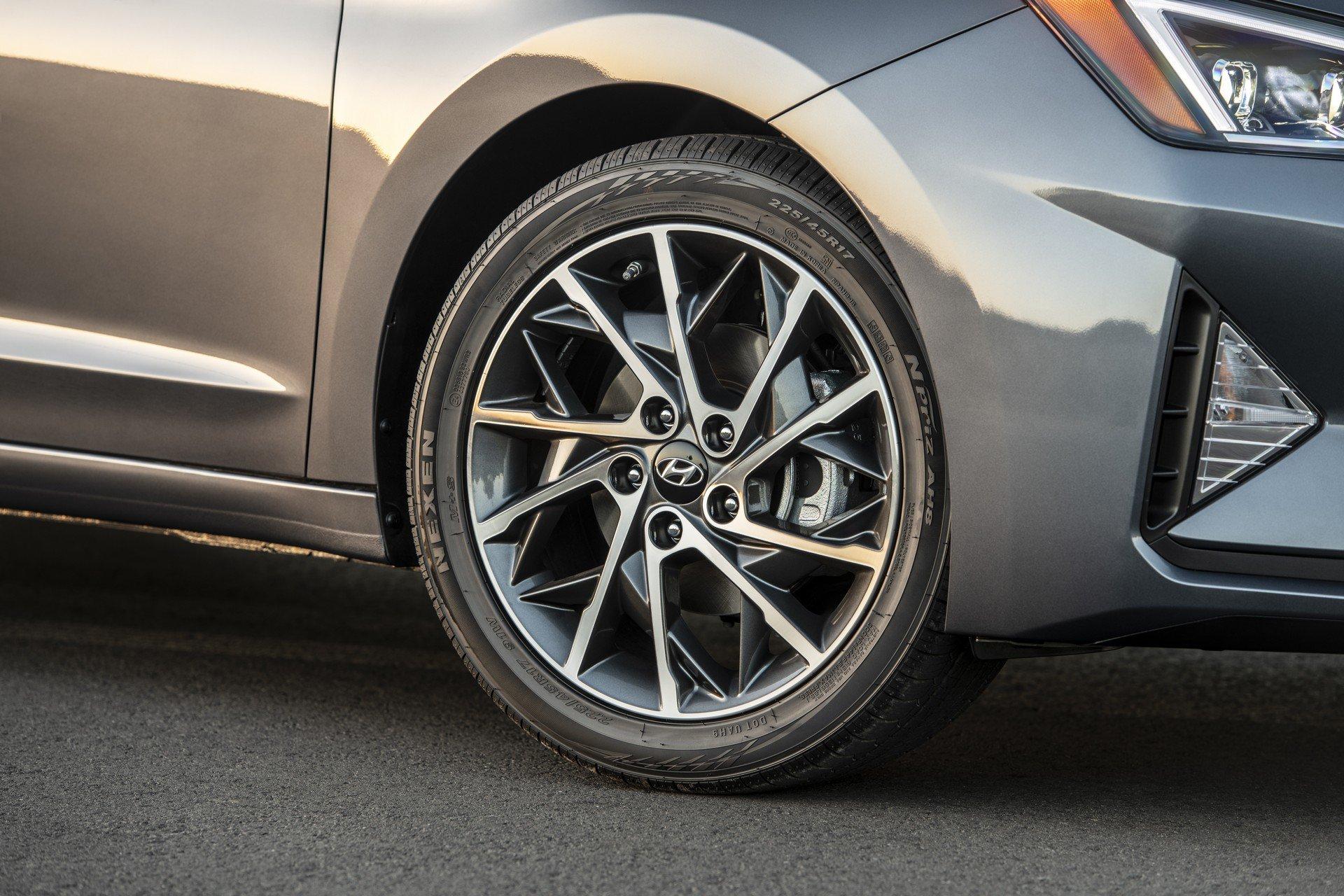 Hyundai Elantra 2019 (13)