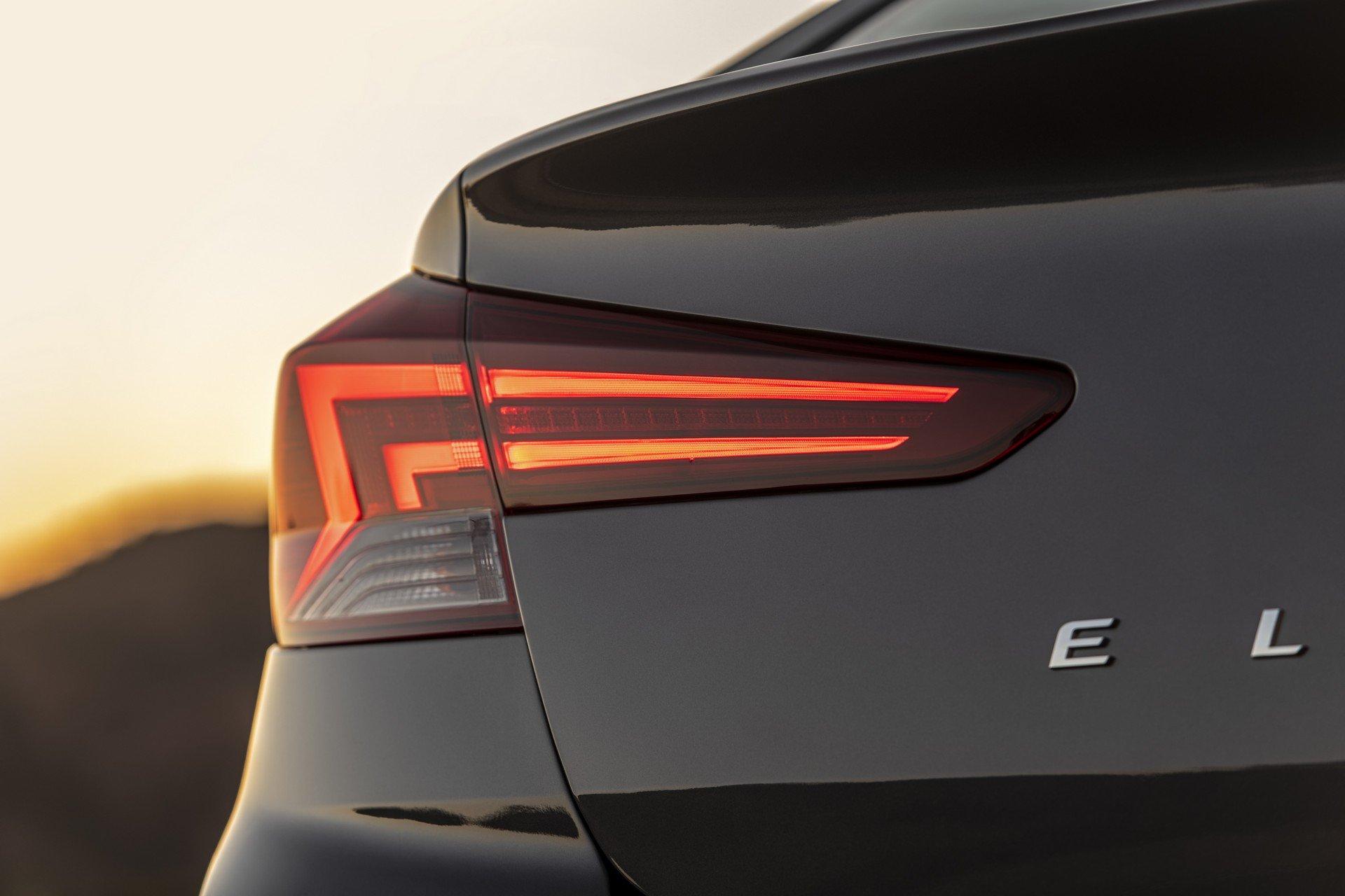 Hyundai Elantra 2019 (15)