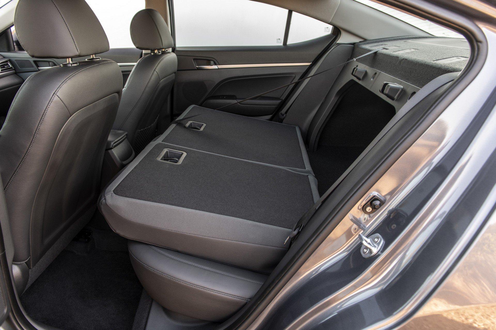 Hyundai Elantra 2019 (22)