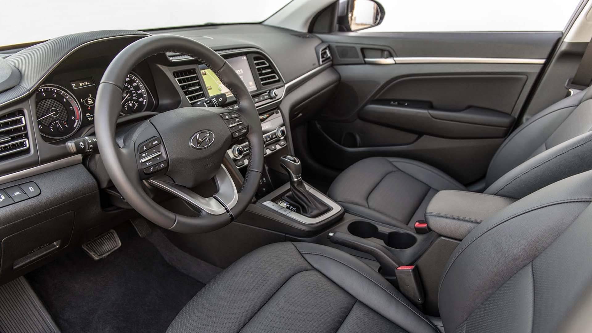 Hyundai Elantra 2019 (40)