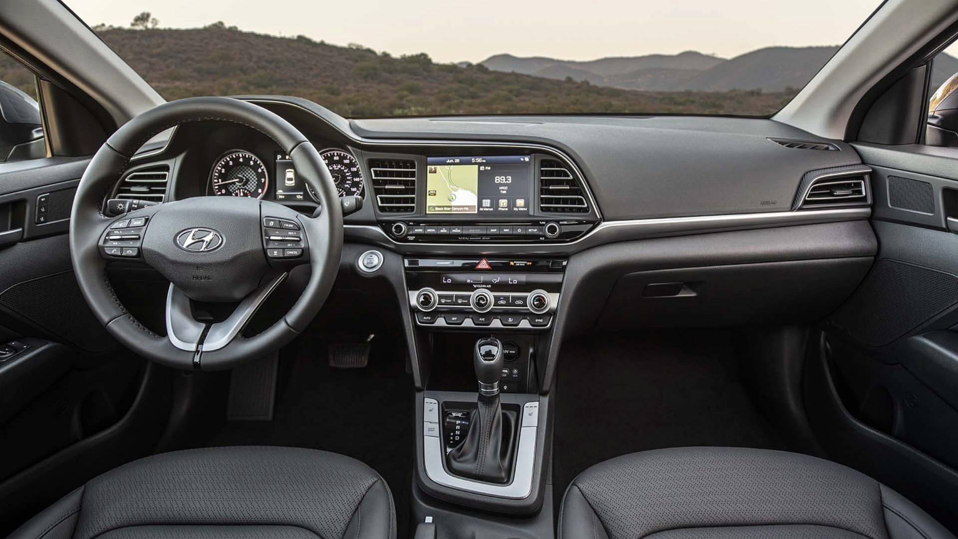 Hyundai Elantra 2019 (43)