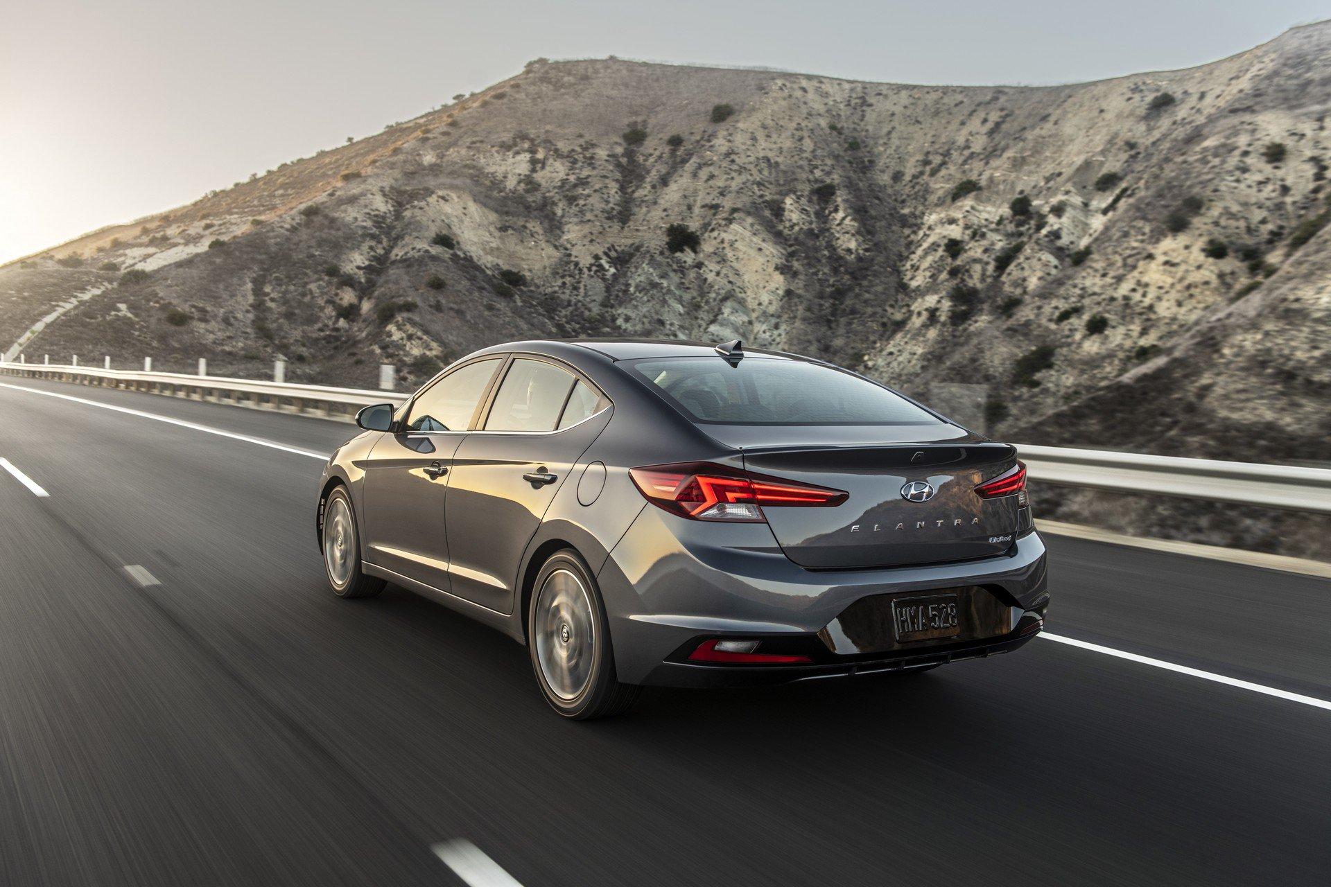 Hyundai Elantra 2019 (5)