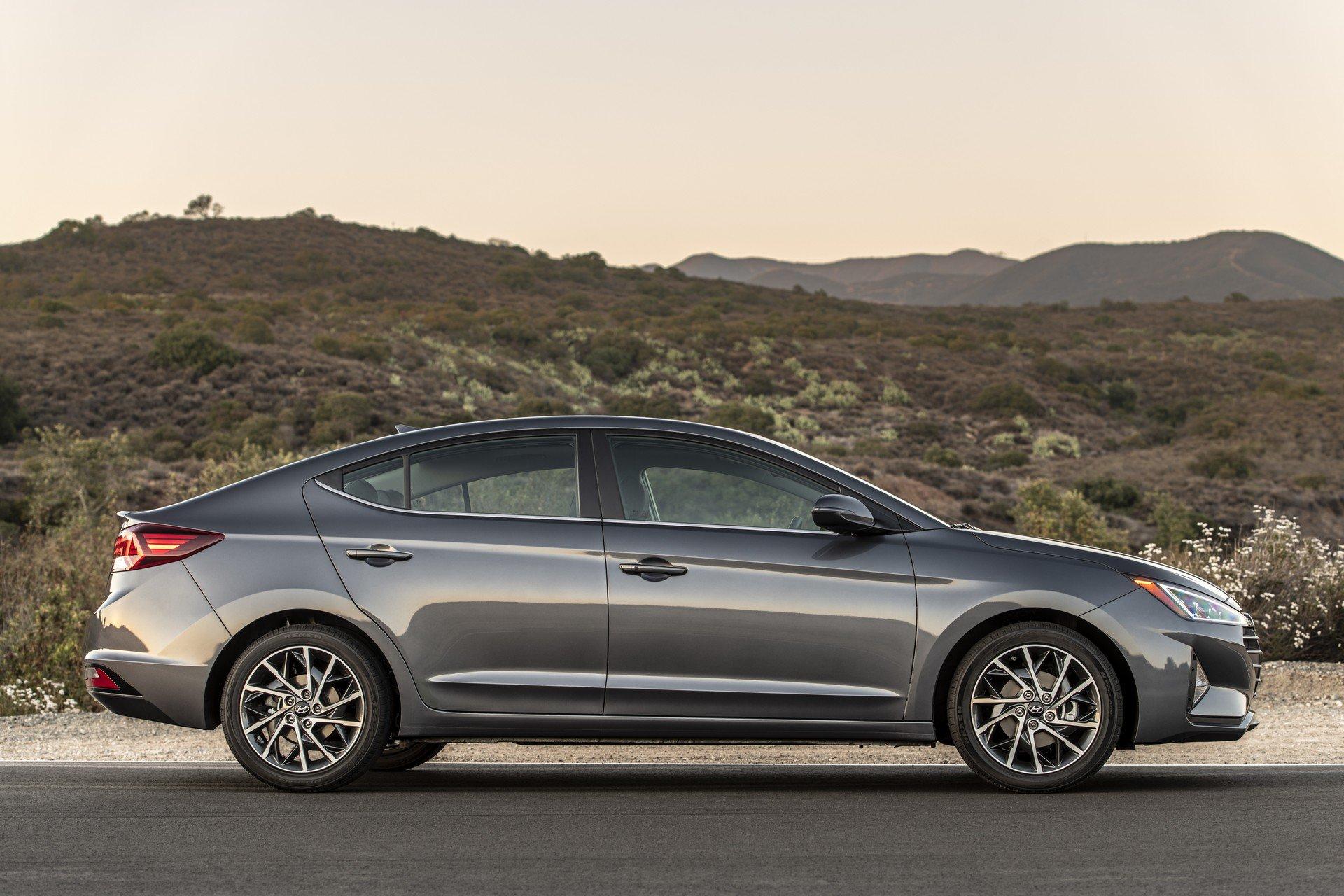 Hyundai Elantra 2019 (6)