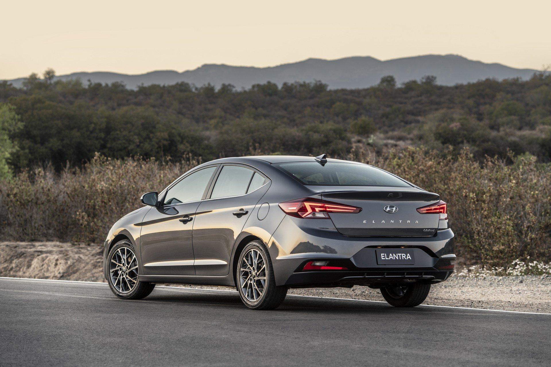 Hyundai Elantra 2019 (8)