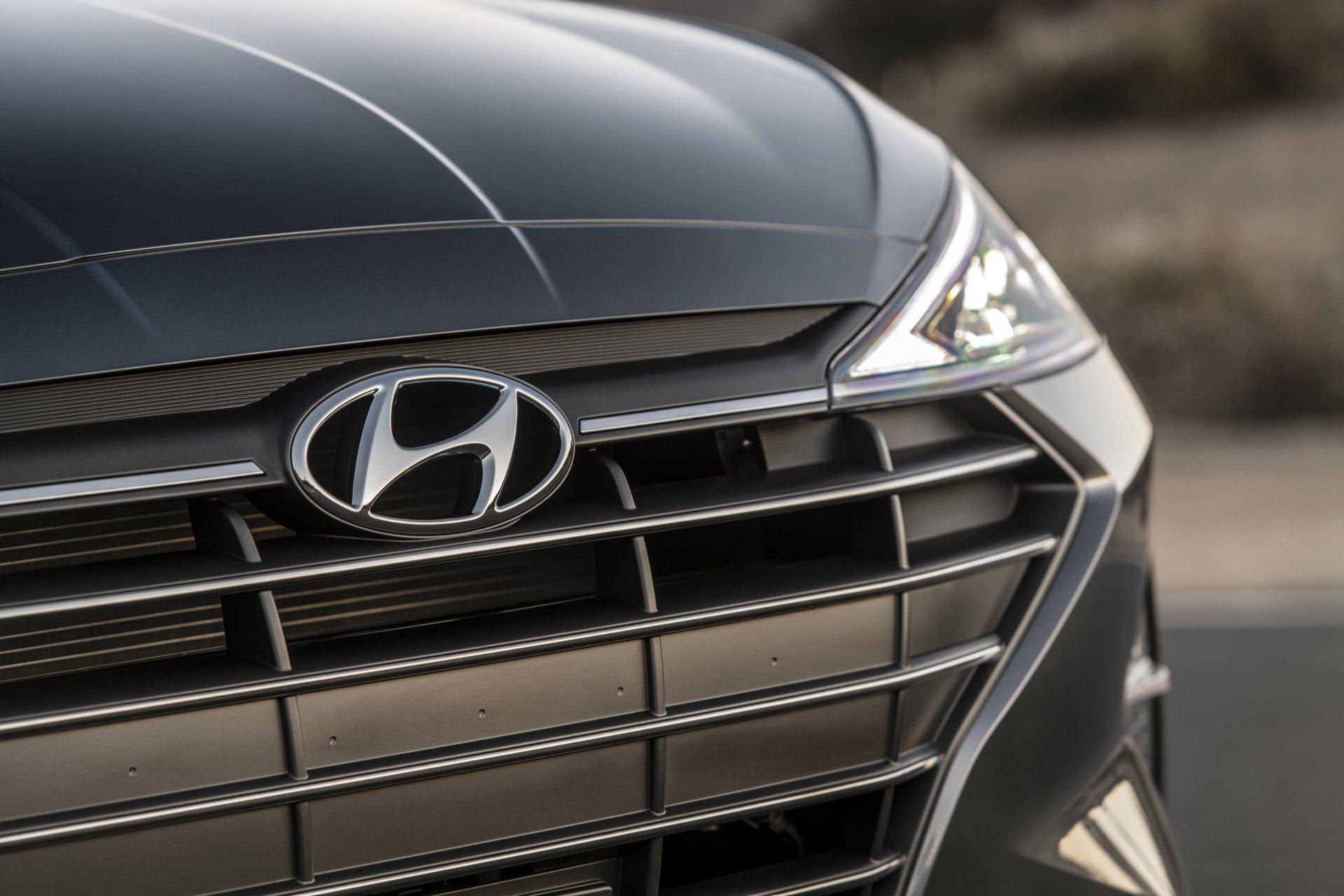 Hyundai Elantra 2019 (9)