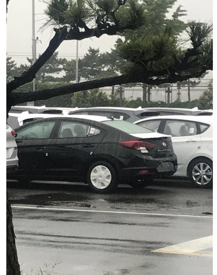 Hyundai Elantra facelift 2019 first photos (8)