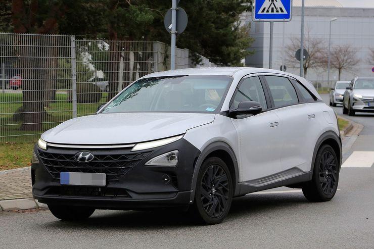 Hyundai_FCEV_SUV_0003