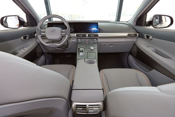 Hyundai_FCEV_SUV_0008