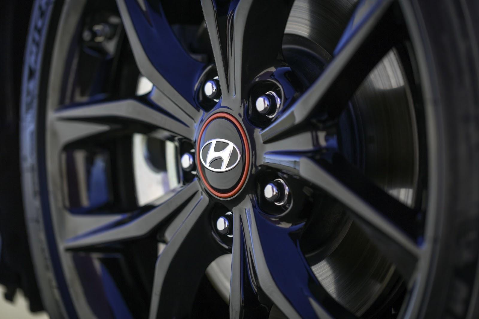 2019-Hyundai-Veloster-11