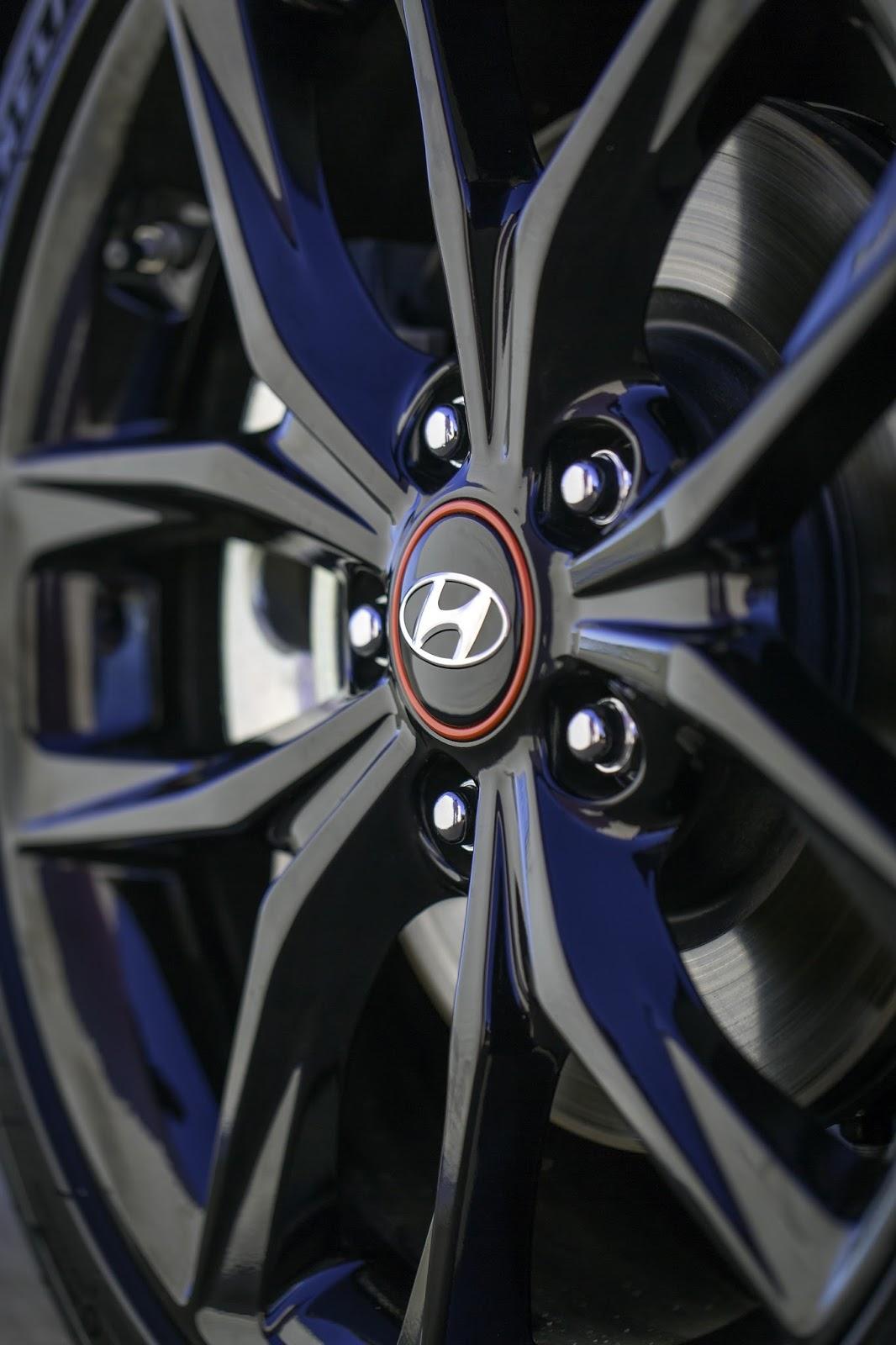 2019-Hyundai-Veloster-12