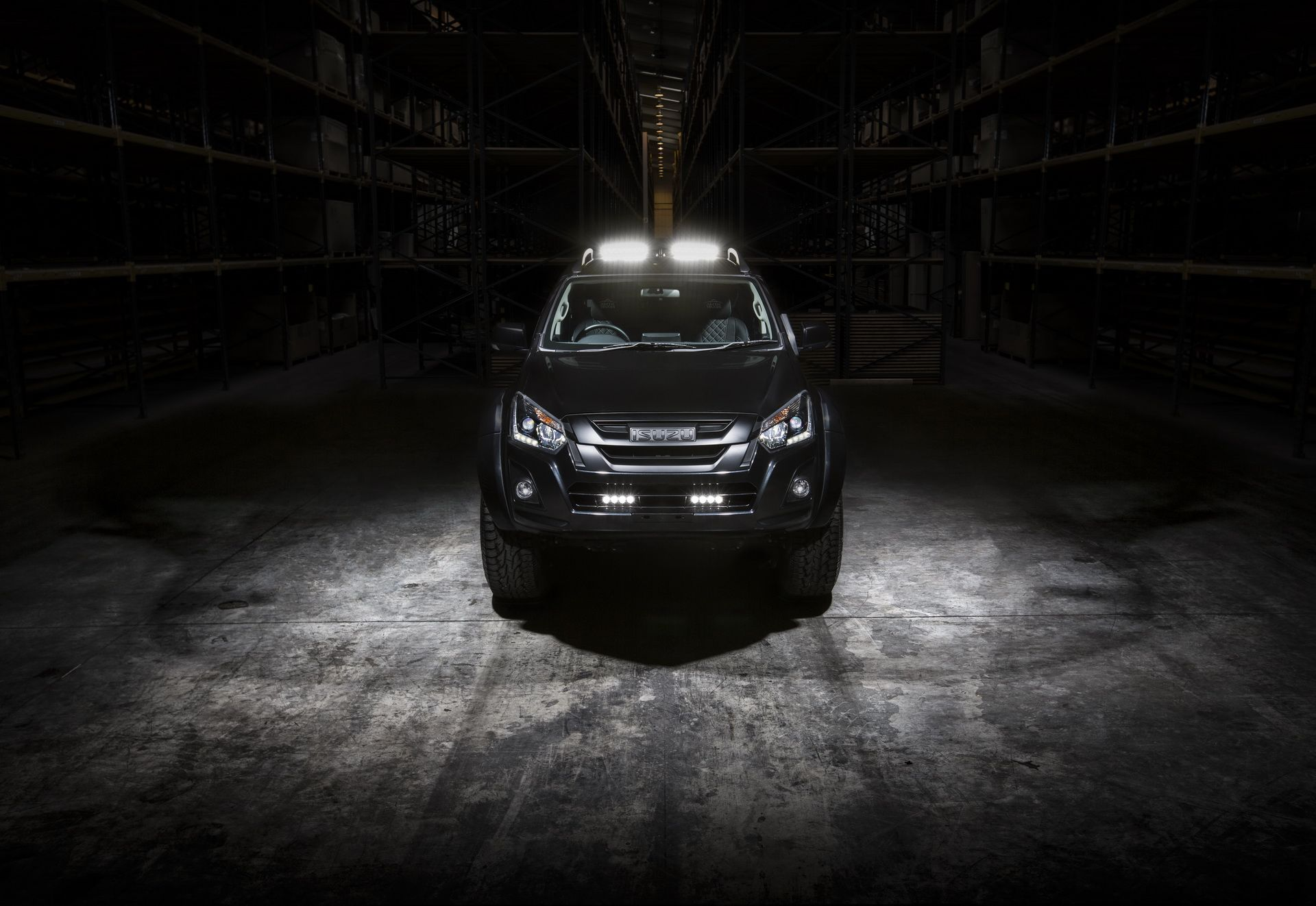 Isuzu_D-MAX_Arctic_Trucks_AT35_Stealth_edition_0001