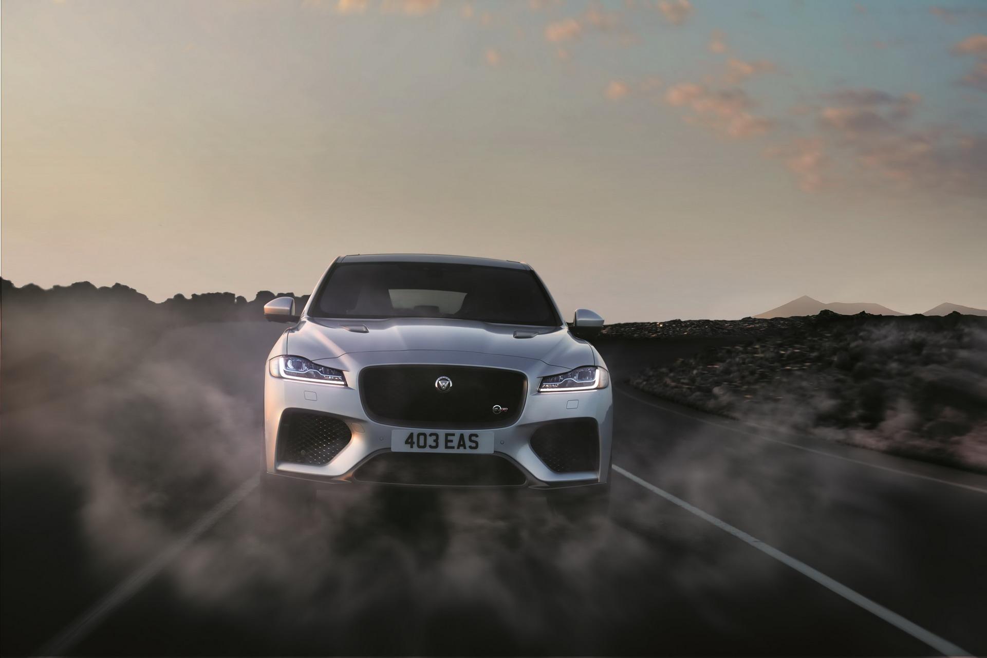 Jaguar F-Pace SVR 2018 (12)