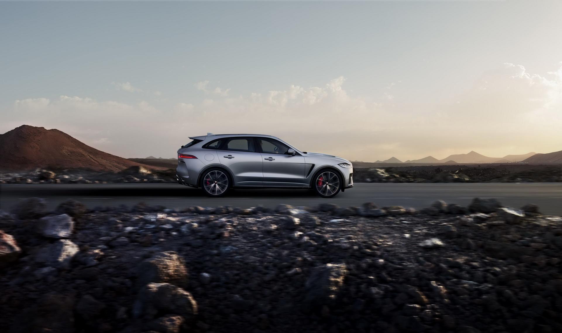 Jaguar F-Pace SVR 2018 (14)