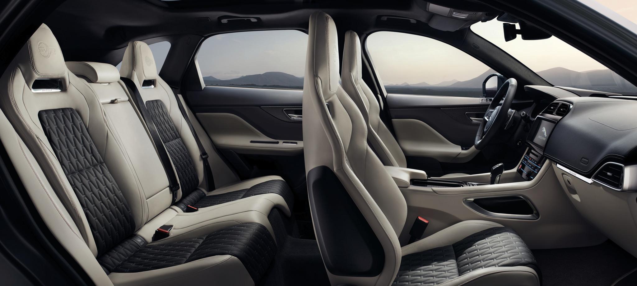 Jaguar F-Pace SVR 2018 (33)