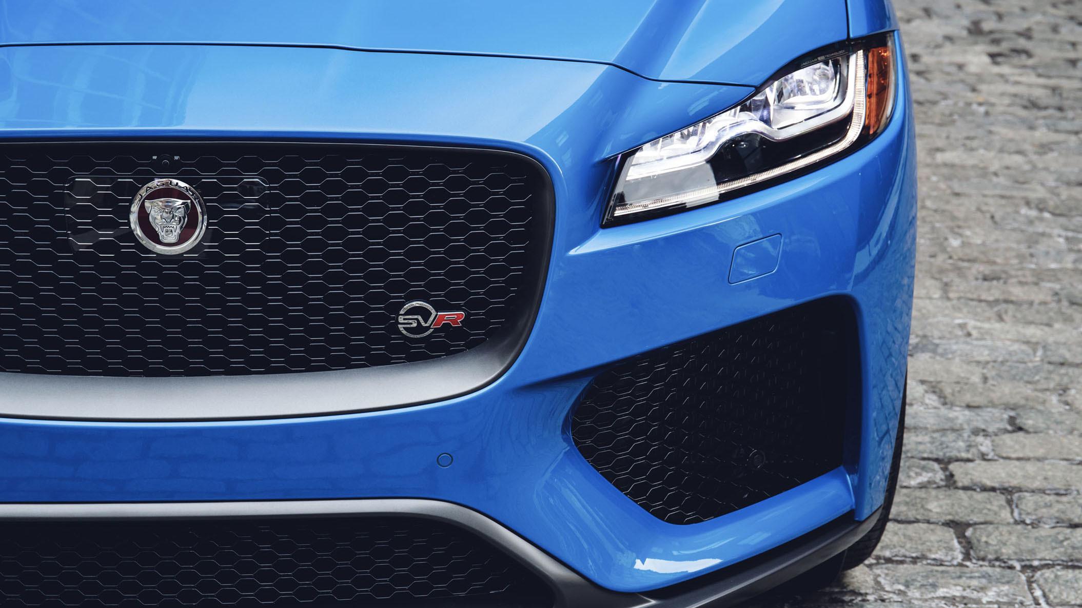 Jaguar F-Pace SVR 2018 (38)