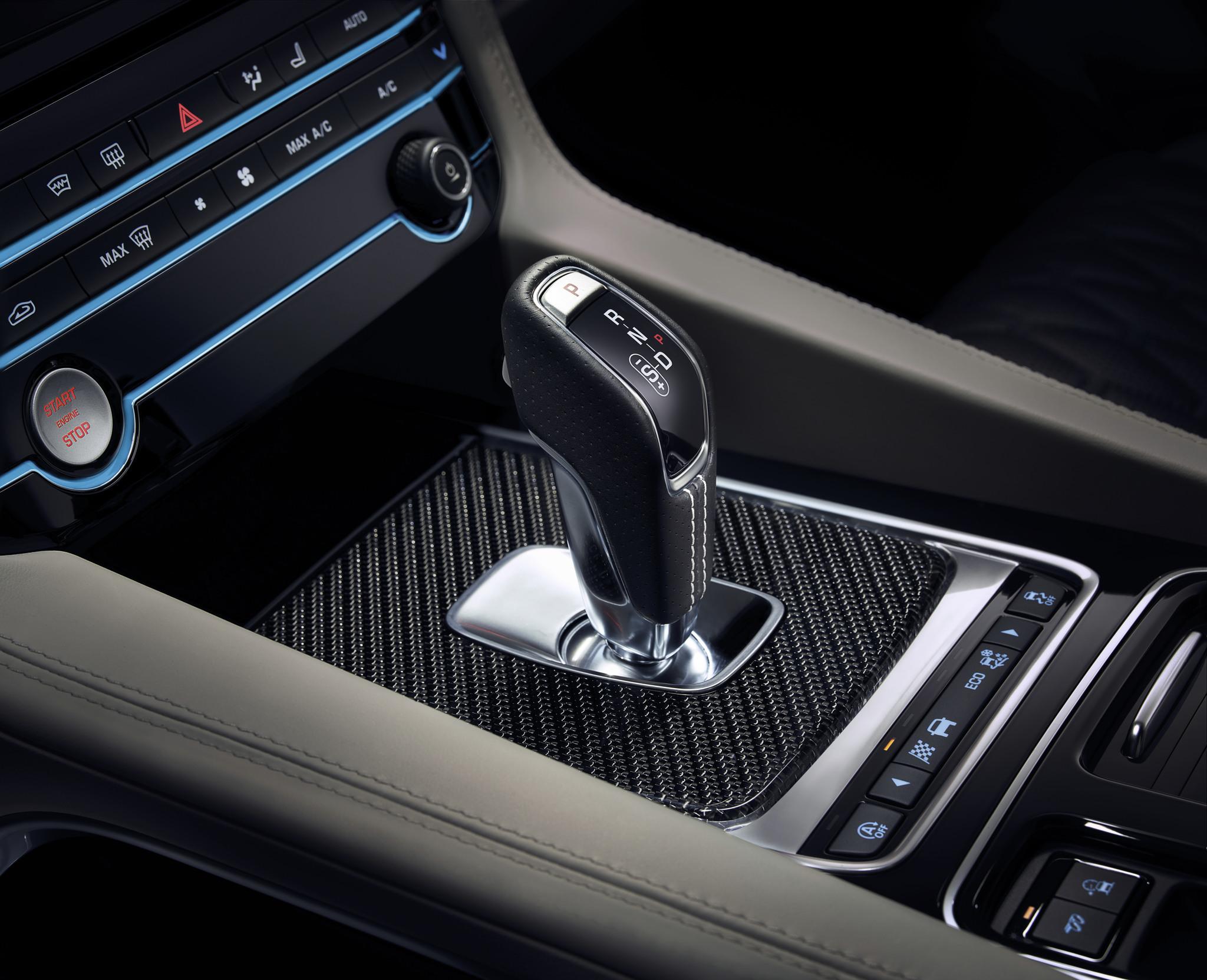 Jaguar F-Pace SVR 2018 (44)
