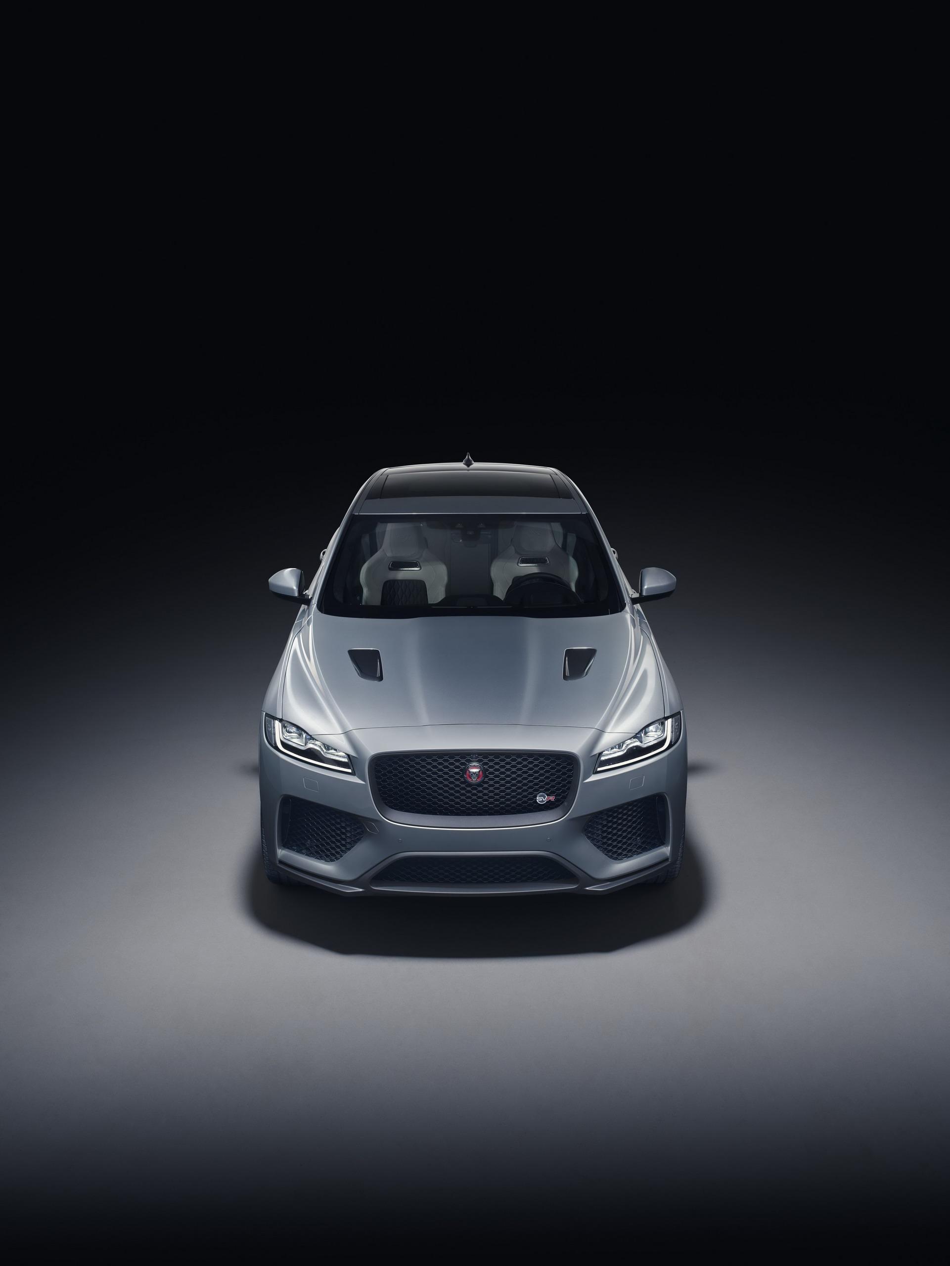 Jaguar F-Pace SVR 2018 (8)