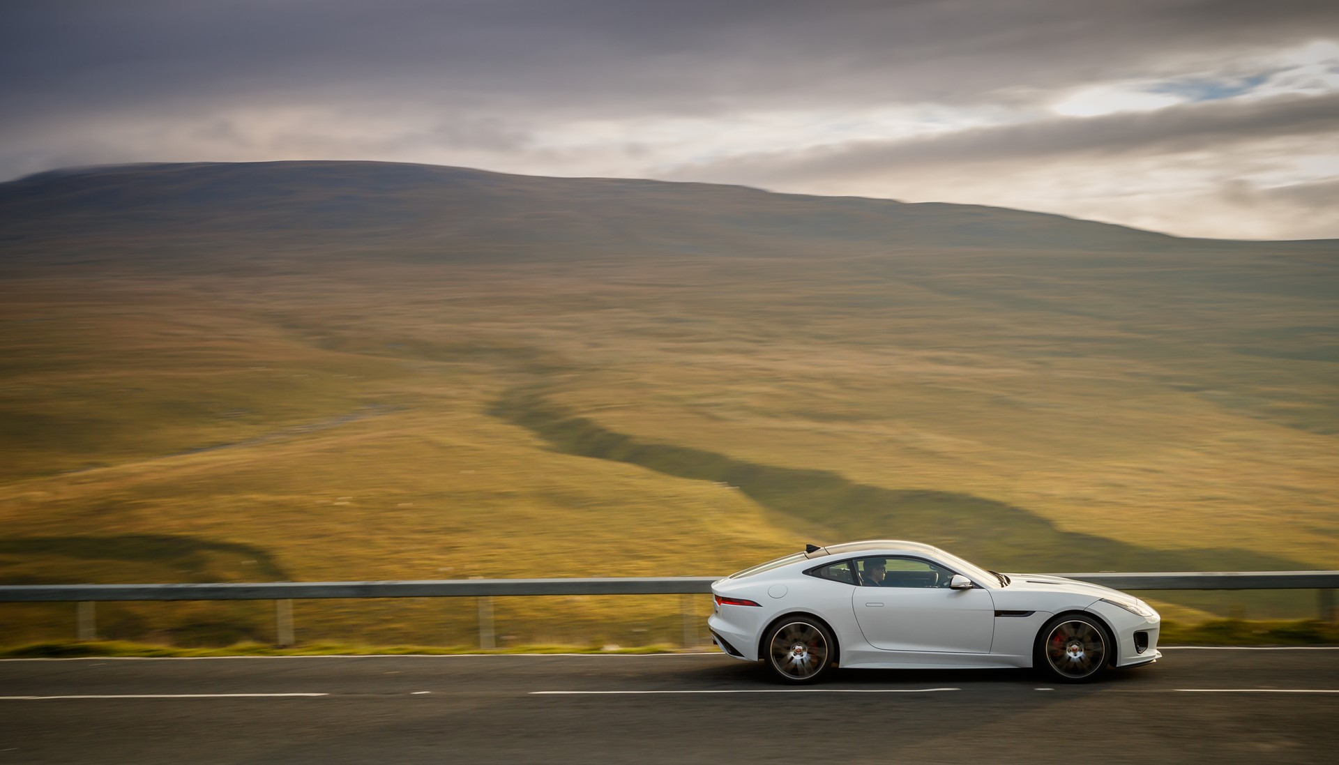 Jaguar F-Type Checkered Flag Limited Edition (5)