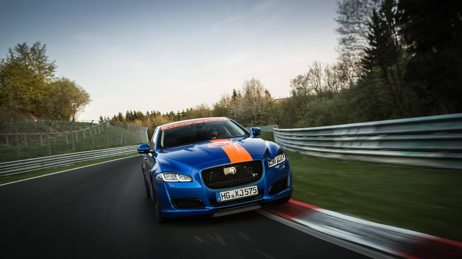 Jaguar_Nurburgring_taxi_0003