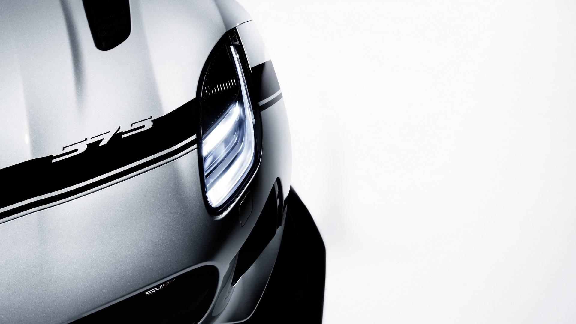 Jaguar_F-Type_SVR_with_Graphic_Pack_03
