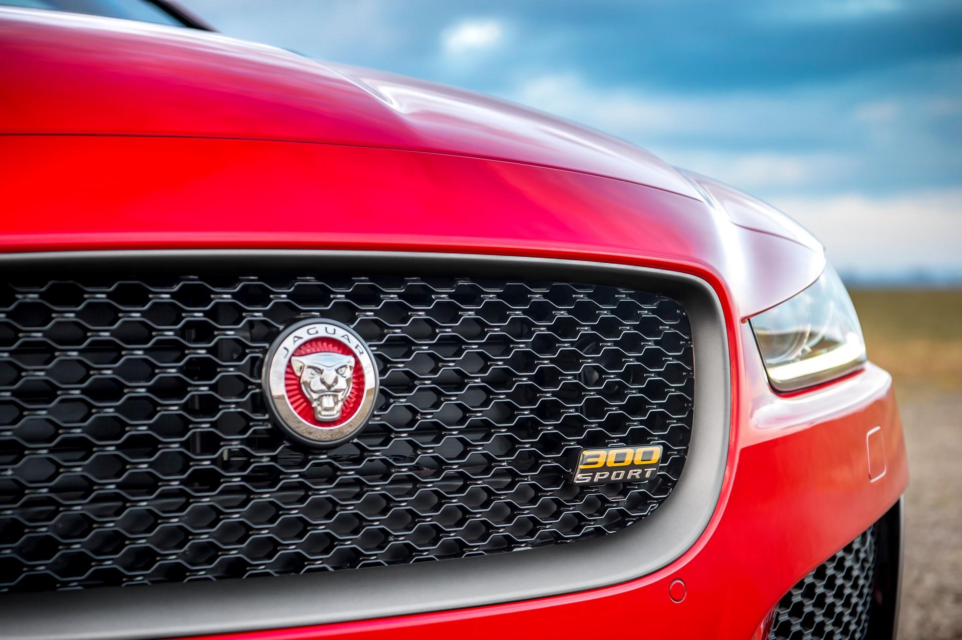 Jaguar XE and XF 300 Sport 2019 (10)