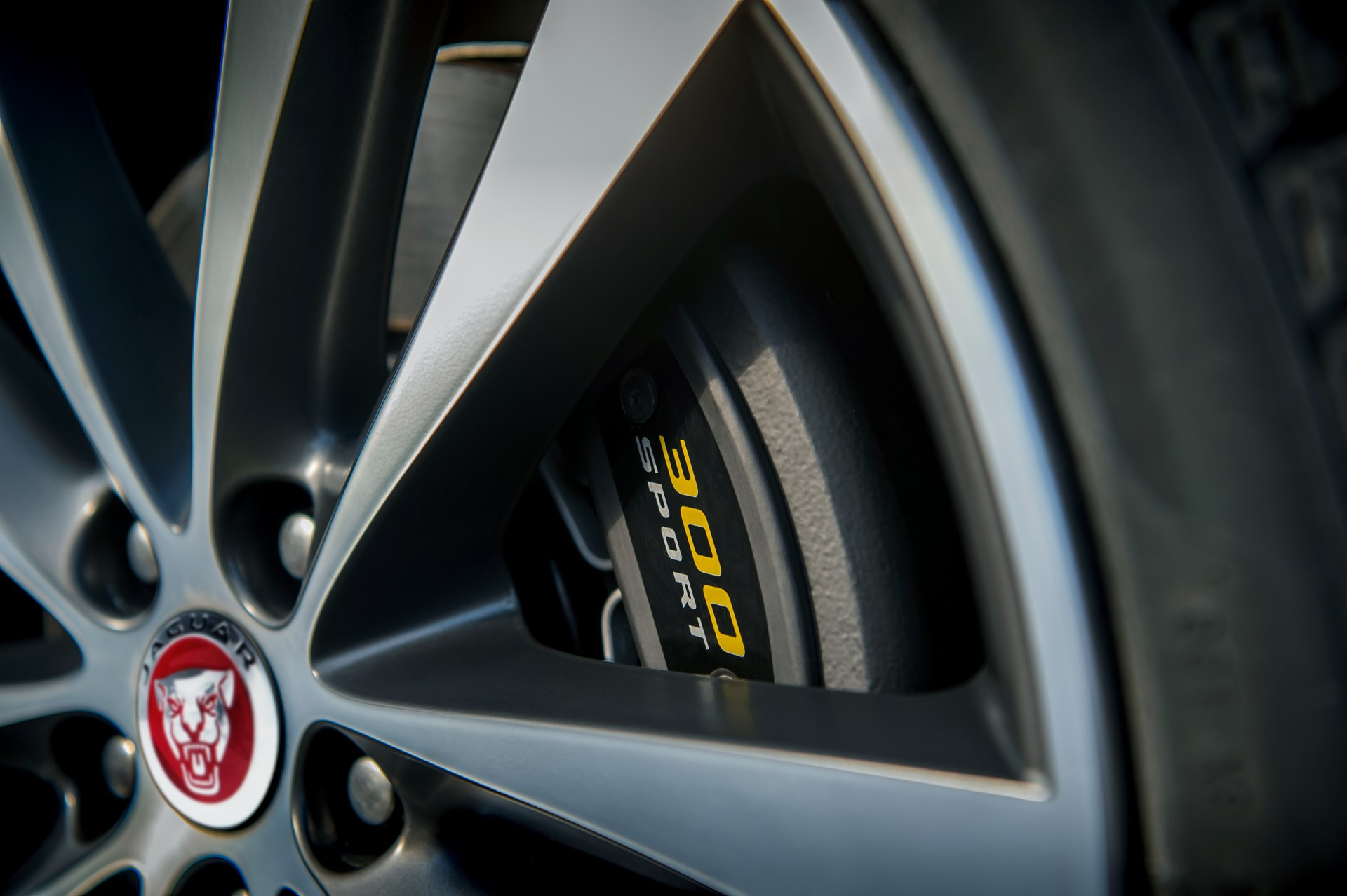 Jaguar XE and XF 300 Sport 2019 (11)