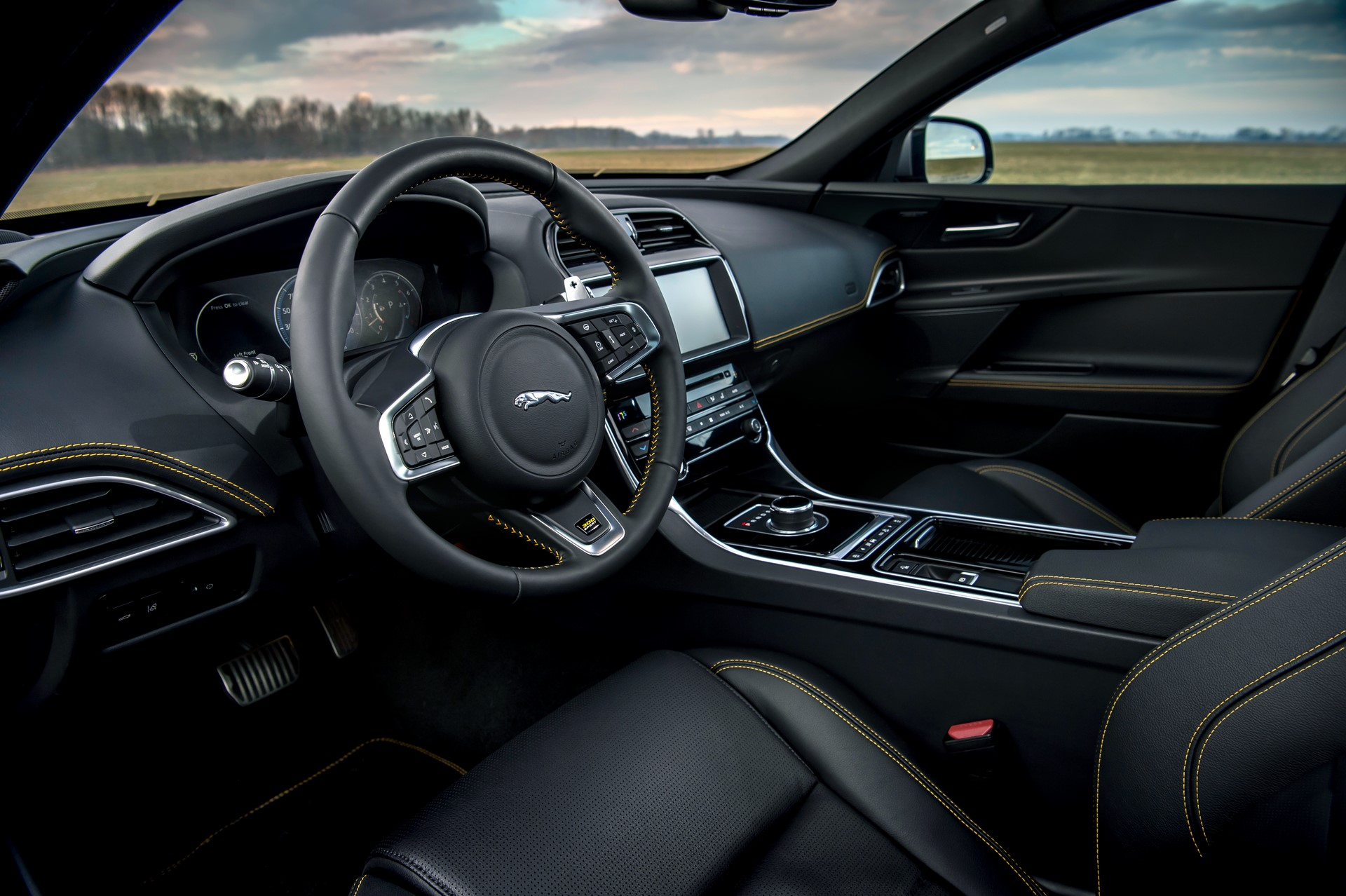 Jaguar XE and XF 300 Sport 2019 (14)