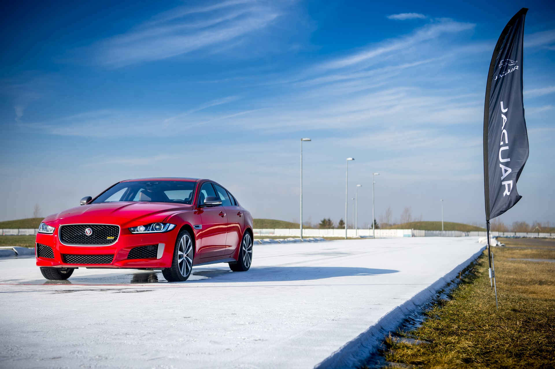 Jaguar XE and XF 300 Sport 2019 (16)