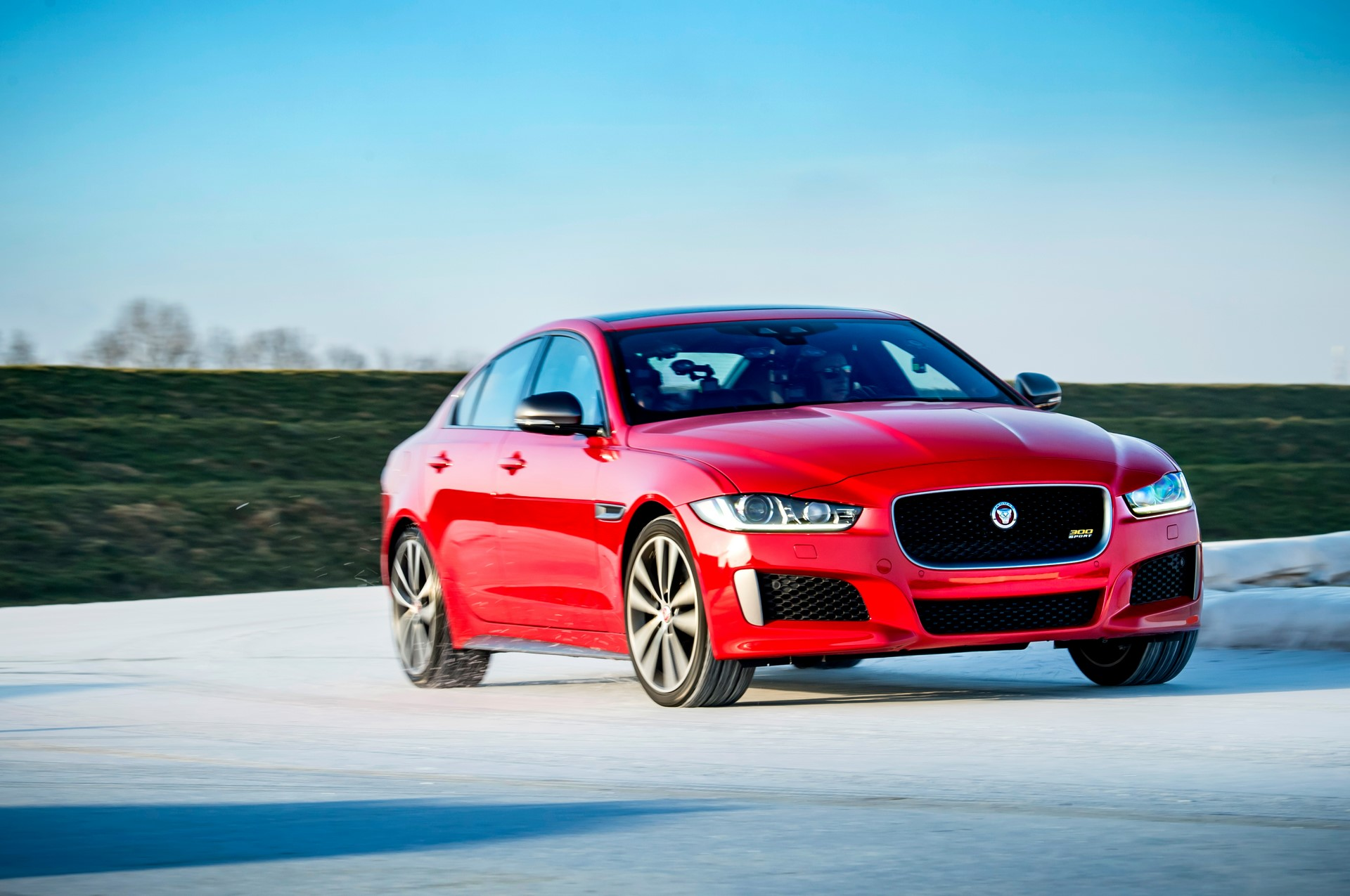 Jaguar XE and XF 300 Sport 2019 (24)