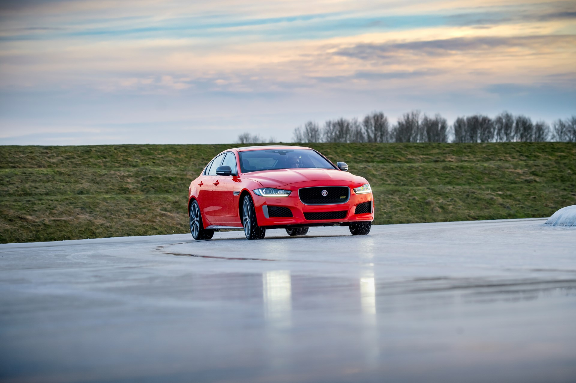 Jaguar XE and XF 300 Sport 2019 (26)