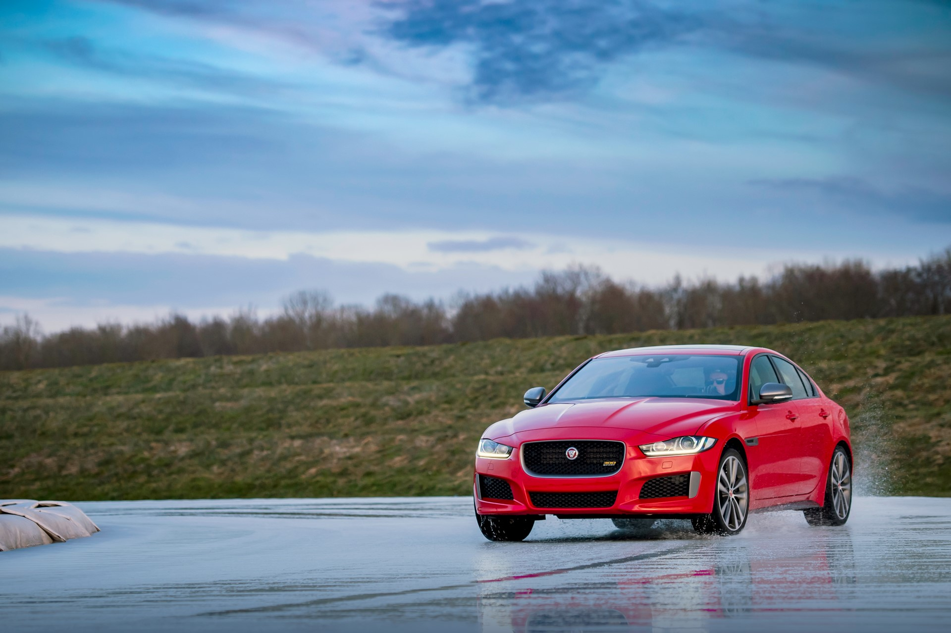 Jaguar XE and XF 300 Sport 2019 (27)