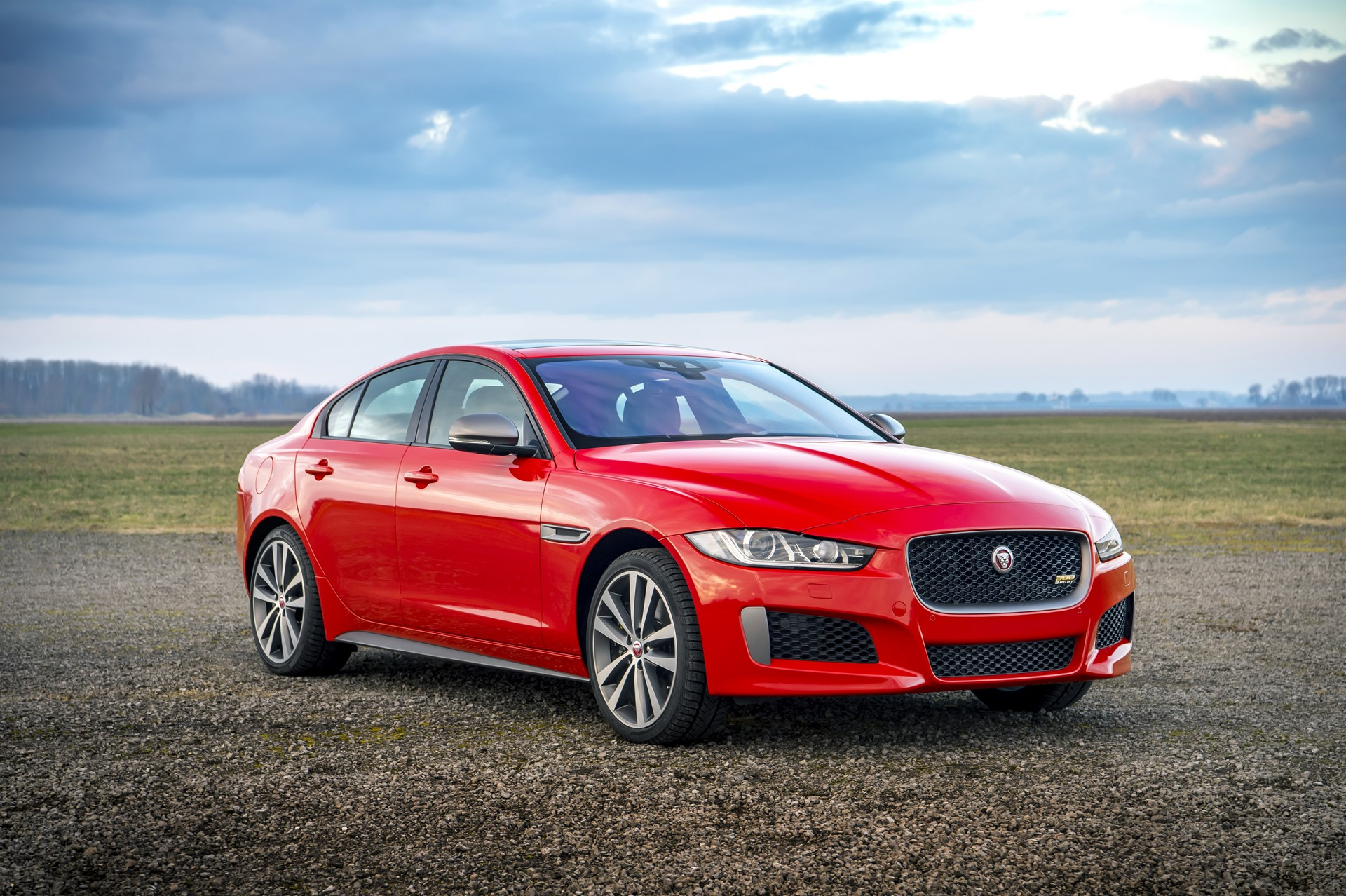 Jaguar XE and XF 300 Sport 2019 (3)