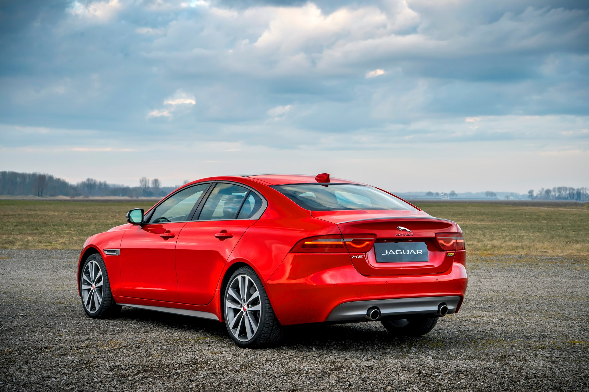 Jaguar XE and XF 300 Sport 2019 (4)